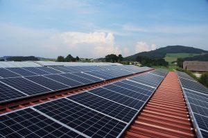 Slnečné žiarenia na fotovoltaické panely