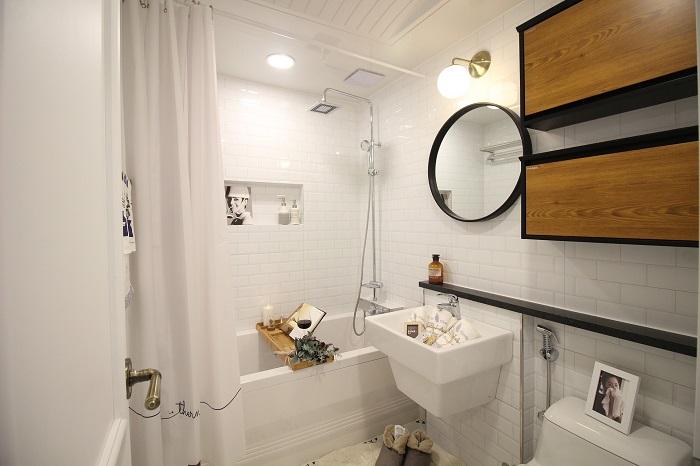 Malé koupelny s pračkou i sušičkou